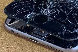 iPhoneのホームボタンの割れ、使用できない