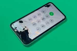 アイフォンの画面が黒く液晶漏れを起こしてtouchが効かない