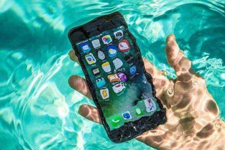 2021年iPhoneが水没しても慌てない!正しい応急処置と修理方法を理解してアイフォンを復活させよう!