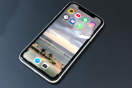 iPhoneXRの画面修理!最短30分のデータそのまま即日修理!