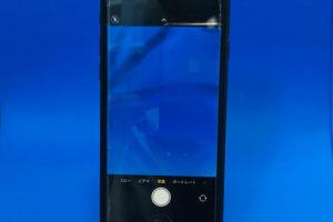 iPhoneSE2のリアカメラに黒い影が映り込み綺麗にアイフォンの写真が撮れない。
